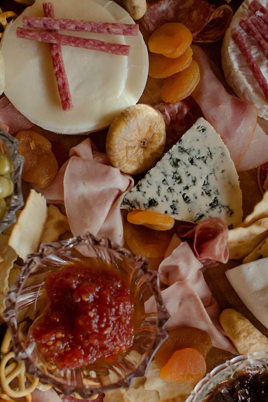 14Wine-Pairing-Cheese-board