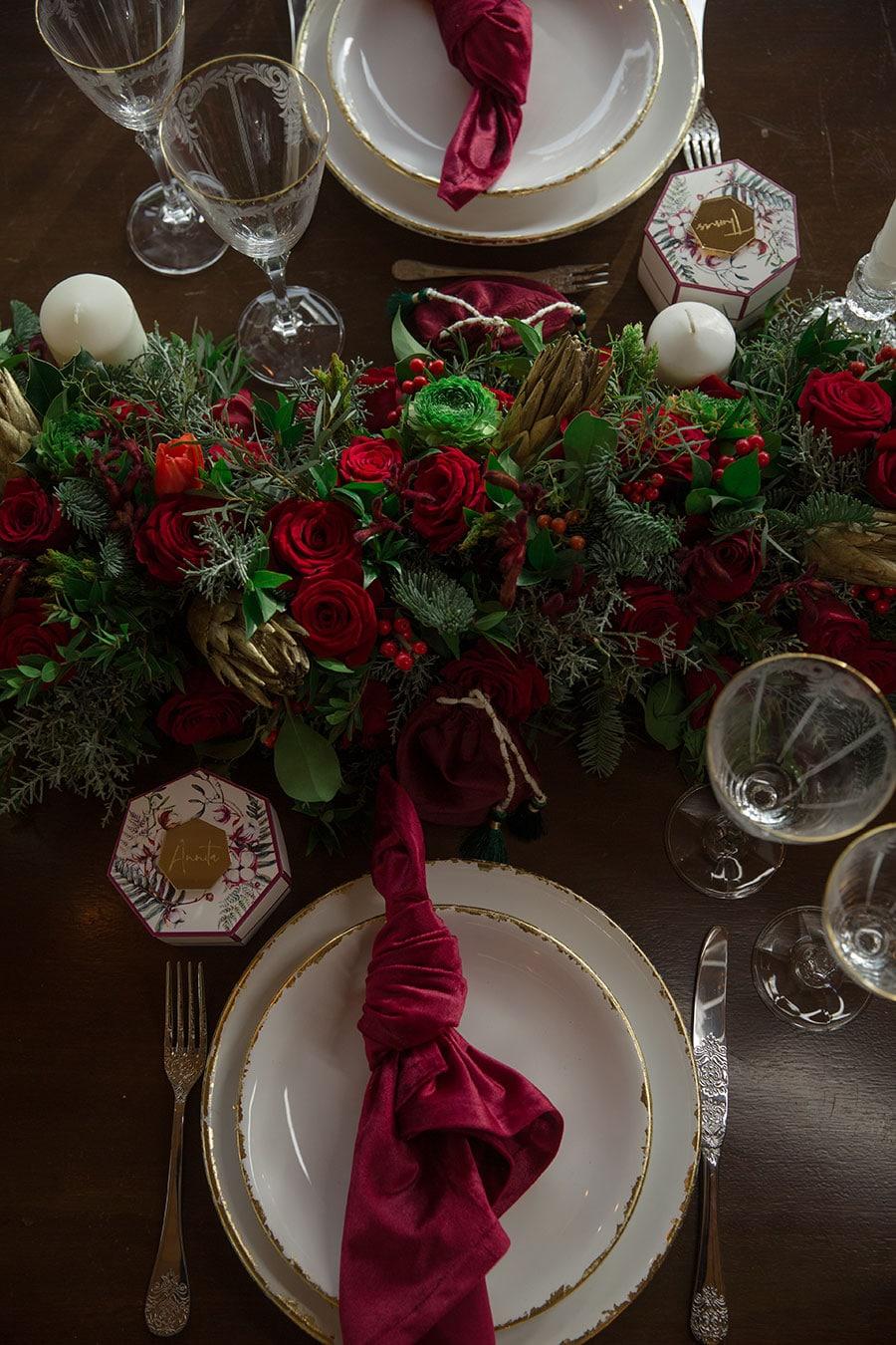 26-Christmas-wedding-editorial